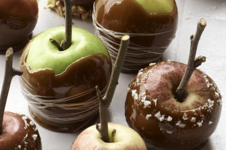 Karamelna jabolka z javorjevim sirupom