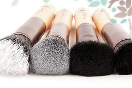 Pravilno čiščenje čopičev za nanos ličil