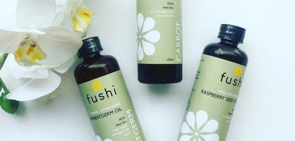 Različna naravna olja za zaščito kože pred soncem in porjavitev. Naravna zaščitna olja za sončenje. OrCa naravna kozmetika.