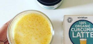 Kurkumin latte ali zlato mleko - ekološki protivnetni napitek. Kurkumin latte je odličen ekološki napitek za vse, ki bi radi okrepili svoje zdravje, saj deluje protivnetno. Domača lekarna.