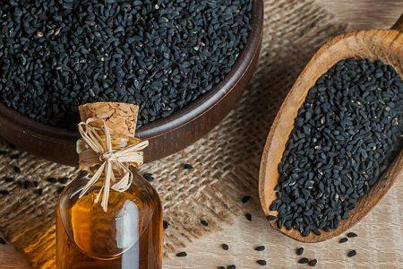 """""""Olje, ki zdravi vse razen smrti"""" – olje črne kumine"""