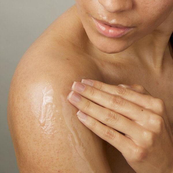 100-pure-nezno-olje-za-tusiranje-sladki-mandelj-orca-naravna-kozmetika